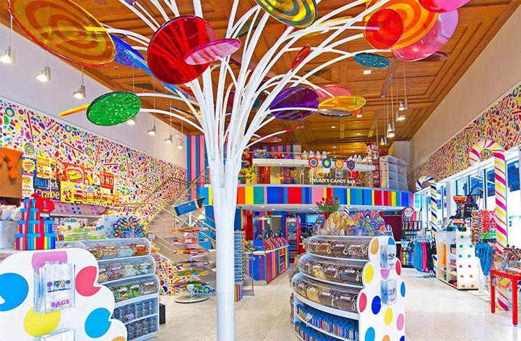 دکوراسیون مغازه شیرینی و شکلات فروشی