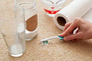 پاک کردن شیر از روی موکت