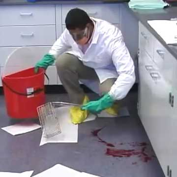 پاک کردن خون از روی پی وی سی بیمارستان